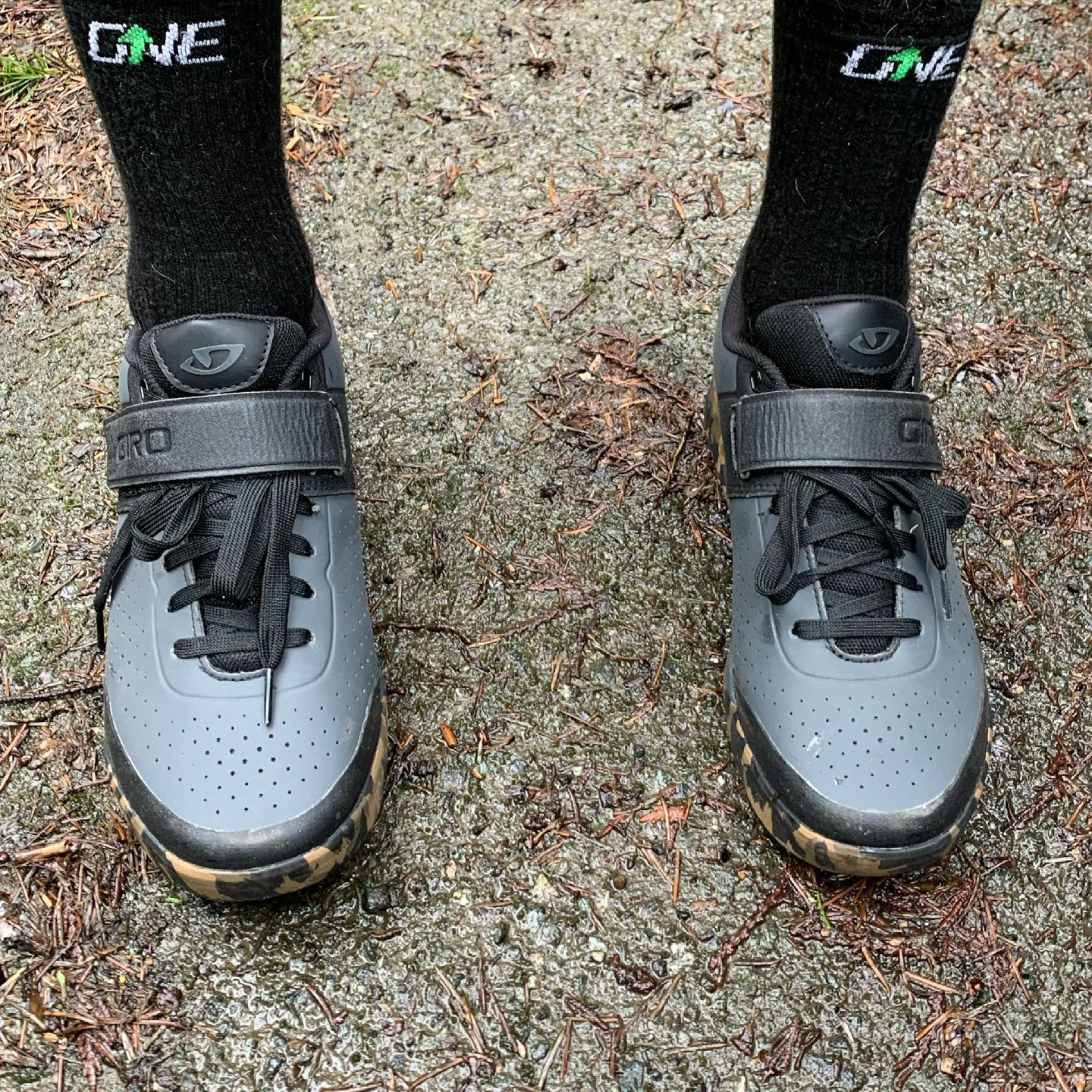 New shoes! Got these @girocycling Chamber shoes from @martysmountaincycle a few weeks back and finally got out for a ride in them last weekend. Super comfy. Looking forward to more rides to them them broken I'm a bit more. #mtbvi #yyj #mountainbiking #bikesarefun
