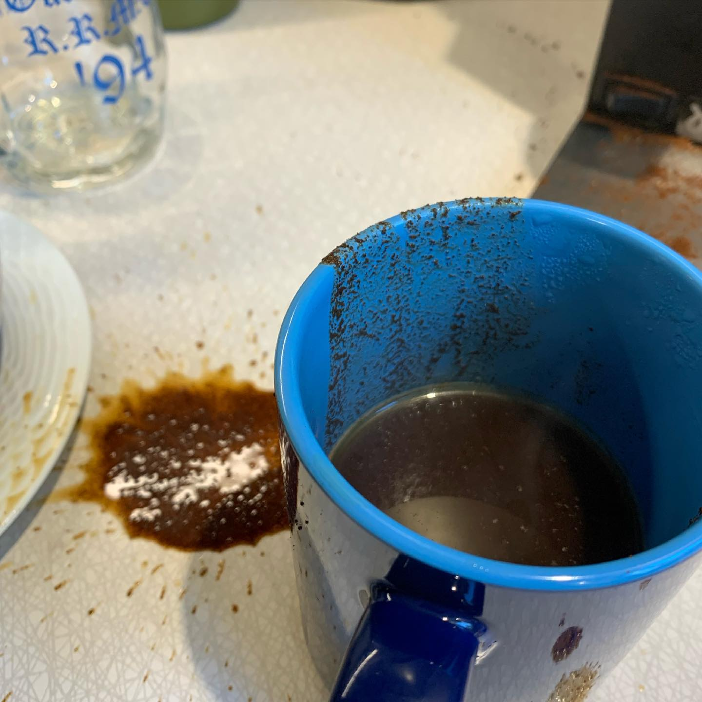 Just trying to enjoy a nice cup of @esquimaltroasting and @elevenspeedcoffee blend and I'm hit with an #aeropressdisaster #yyjcoffee #oops #whatamess #caffein8