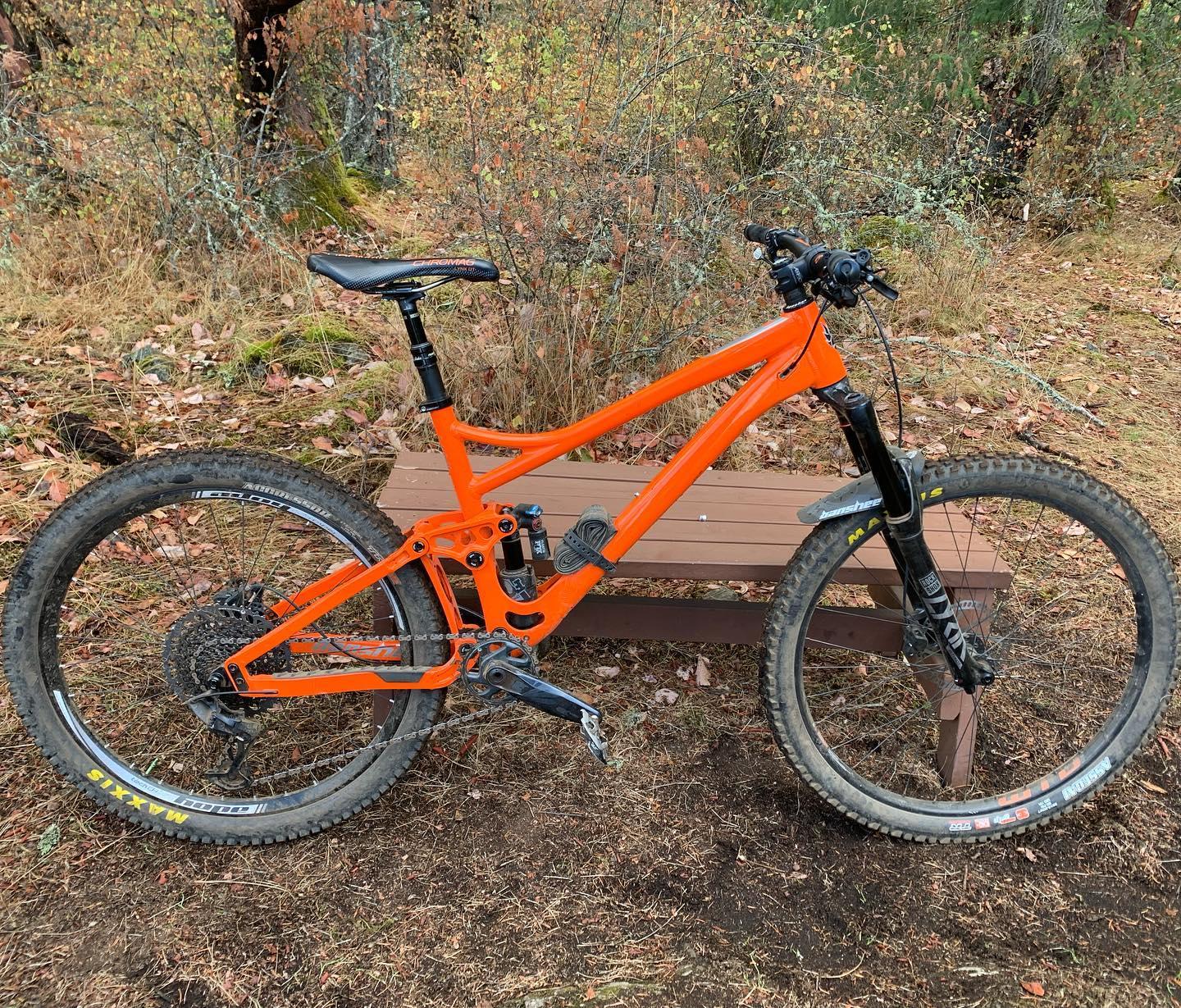 I'm starting to get used to this new beast of a bike. #bansheerune #mtbvi #yyj #mountainbiking #bikesarefun